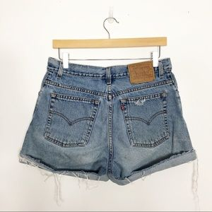 VINTAGE LEVI'S | Light High Rise Distressed Shorts